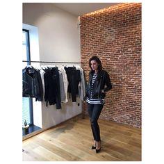 Día de rodaje en la tienda de ANINE BING #callejondejorgejuan #madrid con decasa y monimoleskine - el blog de Mónica de Tomás. Gracias a todo el equipo!!   Mónica lleva el nuevo modelo de cazadora Vintage Leather Jacket.