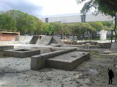 Nova pista de skate com a Arena da Baixada ao fundo.