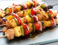 These Grilled Teriyaki Chicken Kebobs are so tantalizingly delicious! Shashlik Recipes, Kebab Recipes, Raw Food Recipes, Lunch Recipes, Healthy Recipes, Teriyaki Chicken Skewers, Marinade Chicken, Grilled Chicken, Detox Lunch