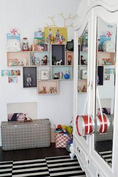 Lovely pastelly & vintage kid's bedroom display via nietylkodzieciaki. Spearmint Baby, Deco Kids, Wall Boxes, Kids Corner, Baby Kind, Little Girl Rooms, Kid Spaces, Kids Decor, Girls Bedroom