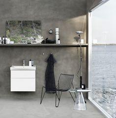 Naturlig og skandinavisk indretning på badeværelset med håndvask og badeværelsesskab fra Ifö