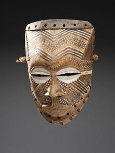 mask  Materials wood, pigment  Place of collecting Democratic Republic of the Congo > Kasaï  Culture Kuba  Date of acquisition 1907  Dimensions 26,9 cm x 18,7 cm