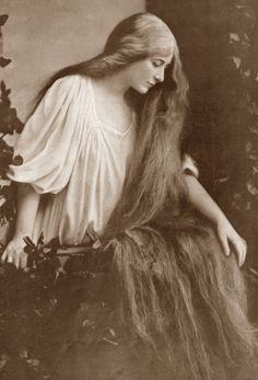 antique-royals: Mary Garden as Melisande Photos Du, Old Photos, Vintage Photographs, Vintage Photos, Vintage Hairstyles For Long Hair, Musical Hair, Rapunzel Hair, Super Long Hair, Best Beauty Tips