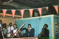 Muddy Waters Band at Smitty's Corner, Chicago, 1959; l to r: Muddy Waters (just visible), Otis Spann, Francis Clay, Andrew Stephens, Little Walter & Pat Hare; source: Juke Blues #23 (Summer 1991), p.11; photographer: Jacques Demêtre