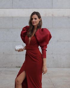 [New] The 10 Best Fashion Ideas Today (with Pictures) - Volumen y estilo. No os encanta? Women's Fashion Dresses, Couture Dresses, Dress Outfits, Fall Dresses, Evening Dresses, Casual Dresses, Burgundy Midi Dress, Red Burgundy, Dark Red