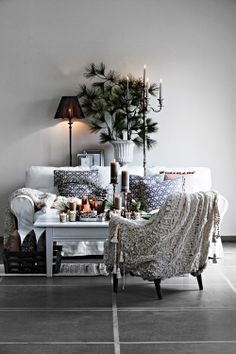 Christmas decorating inspiration /  Don't stop at the Christmas tree -- extend your Christmas decorations through the whole living room.
