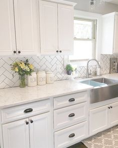 Best 100 white kitchen cabinets decor ideas for farmhouse style design (67)