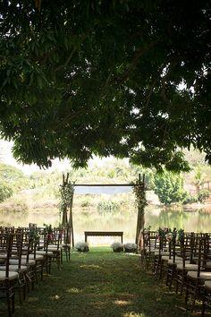 Cerimônia no jardim - casamento no campo ao livre com vista para o lago - ( Foto: Rodolfo Roenick )