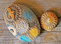 Patchwork and crochet covered stones, do it yourself