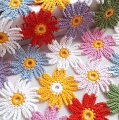 These crochet simple flowers are creative and decorative for so many projects. This crochet flower makes the perfect embellishment for accessories! Crochet Flower Tutorial, Crochet Flower Patterns, Crochet Motif, Crochet Flowers, Crochet Lace, Pattern Flower, Doily Patterns, Thread Crochet, Crochet Stitches