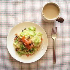 chimako8282今日のお昼ごはん  スモークサーモンとキャベツとしめじのクリームパスタ+カフェオレ  おはようございます☀︎ ゆっくり起きたので朝兼お昼ごはんです クリームパスタっていってるけど、クリーム感が全くない… 今日は近藤とでんぱLIVEーーー! NHKホールに行ってきます 楽しみすぎる⚡︎⚡︎⚡︎ #朝ごはん#朝ご飯#朝食#昼ご飯#昼ごはん#昼食#パスタ#クリームパスタ#おうちごはん#おうちカフェ#カフェオレ#大学生 #morning#brakfast#lunch#foodpict#foodpicturs#coffee#kaumo#homecooking