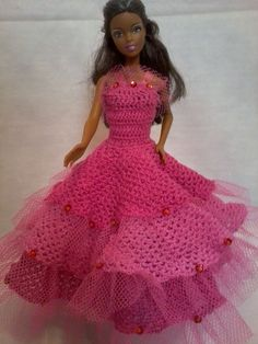 Dress made in two shades of pink all in crochet, three overlapping skirts, made . Crochet Doll Dress, Crochet Barbie Clothes, Barbie Gowns, Barbie Dress, Accessoires Barbie, Barbie Patterns, Crochet For Kids, Beautiful Crochet, Dress Making