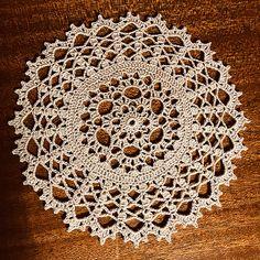Ravelry: Bobbles Doily pattern by Denise (Augostine) Owens Cotton Crochet, Thread Crochet, Crochet Hook Sizes, Crochet Hooks, Free Doily Patterns, Crochet Ideas, Doilies, Ravelry, Bunny