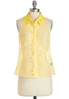 My mother says I can't wear yellow, but if I could. I See the Sunlight Top, Tops Vintage, Vintage Shorts, Retro Vintage, Black And White Blouse, Yellow Lace, Gowns Of Elegance, Cute Tops, Spring Summer Fashion, Blouses For Women