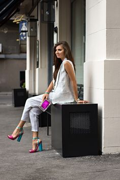Love her street fashion savvy!  The white separates with colorful shoes and accessories--Amazing.  -Lily. #streetstyle