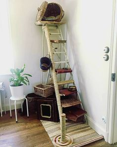 Arbre a chat handmade Arbre a chat fait main, vintage, recup, litiere Cat House Diy, Diy Cat Tree, Outdoor Cats, Outdoor Play, Cat Hacks, Cat Towers, Cat Shelves, Cat Playground, Cat Enclosure