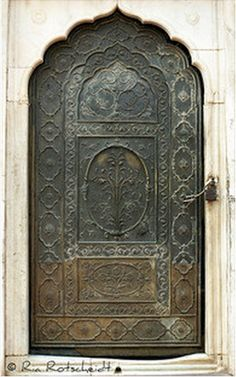 door somewhere in India, by Ria Rotscheidt  | Flickr photo sharing