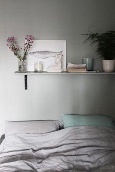 bedroom, soft hues, grey wall |Så fint jag vill.: Från sovrummet. Om siklöjan och känslorna.