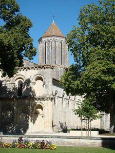 Charente-Maritime : Surgères : Église Notre-Dame