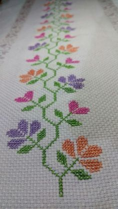 This Pin was discovered by mer Embroidery Stitches Tutorial, Cross Stitch Embroidery, Embroidery Patterns, Cross Stitch Patterns, Cross Stitch Rose, Cross Stitch Flowers, Quilting Tools, Crochet Flower Patterns, Crochet Tablecloth