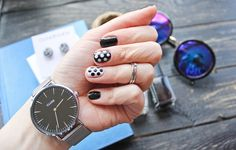 Nails: black and white and polka dots Black Nails, Pretty Nails, My Nails, Polka Dots, Black And White, Accessories, Cute Nails, Black N White, Belle Nails