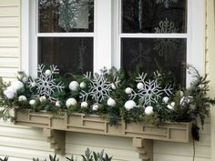 ▷ 1001 + ideas for charming window decorations for Christmas- christmas decoration window snowflakes white balls on the window window design decoration idea Christmas Window Boxes, Winter Window Boxes, Christmas Window Decorations, Christmas Planters, Christmas Porch, Noel Christmas, Christmas Wreaths, Holiday Decor, Box Decorations