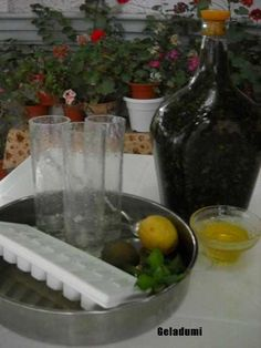 Sirop natural de menta verde - Retete in imagini - Culinar.ro Forum Mai, Cottage, Green, Sweets, Syrup, Canning, Cottages, Cabin, Cabins
