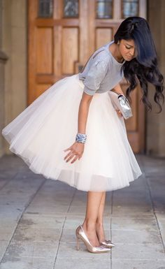 Full flowy skirt, simple top, bright shoes