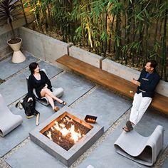 wall benches and clean/free-standing firepit...pavers are nice, too! Belijning, mooie materialen en zitelementen
