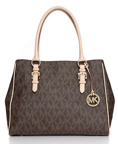 b157b5c4c5d7 Michael Kors Handbag I have this print with the gold chain and leather  straps.