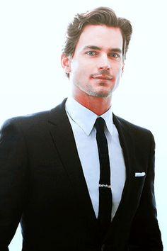 oh Matt Bomer. You do, indeed, know how to wear a suit.