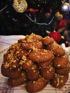 Mariplateau: Μελομακάρονα από το παλιό τεφτέρι Gingerbread Cookies, Chocolate, Desserts, Christmas, Food, Gingerbread Cupcakes, Tailgate Desserts, Xmas, Deserts