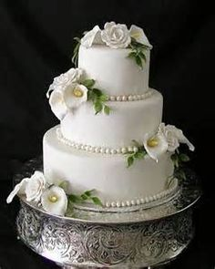 Wedding Cake Stands With Calla Lilies Make Your Own Wedding Cakes, Small Wedding Cakes, Beautiful Wedding Cakes, Wedding Cake Designs, Beautiful Cakes, Wedding Cake Stands, Wedding Cupcakes, Wedding Cake Toppers, Silver Cake Stand