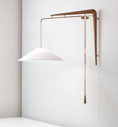 Early piece of Modernism with this adjustable wall-mounted light (model 137) designed by Gino Sarfatti and manufactured Arteluce of Italy in the 1940's. Photo: Phillips