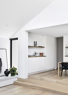 Made by Storey is a premium timber flooring company from Melbourne dedicated to elevating the beauty of interior spaces with handcrafted French and European Oak floors. Architect House, Architect Design, Melbourne Suburbs, Melbourne House, House Shifting, Timber Flooring, Pent House, Apartment Living, Interior Architecture