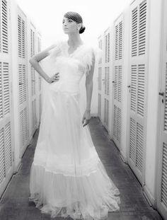 Vestido luxuoso e moderno com plumas R. Rosner para Baaz Atelier.