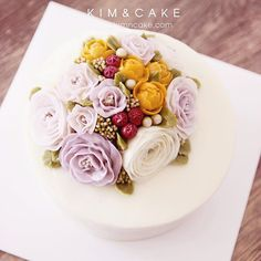 Berry cute🍒 #bakingclass#buttercream#cake#baking#수제케이크#weddingcake#버터크림케이크#꽃#flowers#buttercake#플라워케이크#wedding#버터크림플라워케이크#specialcake#birthdaycake#flower#장미#rose#디저트#케이크#cupcake#dessert#food#beautiful#부케#bouquet#instacake#꽃스타그램#flowercake#peony @yoon2222222