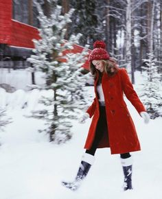 Cute and cozy winter outfit. Red Coat Outfit, Winter Coat Outfits, Trench Coat Outfit, Snow Outfit, Winter Outfits For Work, Winter Fashion Outfits, Look Fashion, Autumn Winter Fashion, Casual Outfits