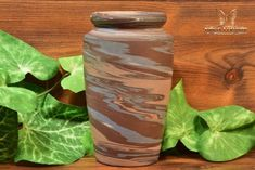 The Niloak Pottery began making arts and crafts ceramics in 1910 as the Eagle Pottery Company. Vase Shapes, Light Reflection, Earth Tones, Pottery Art, Arts And Crafts, Ceramics, Vintage, Ceramica, Pottery