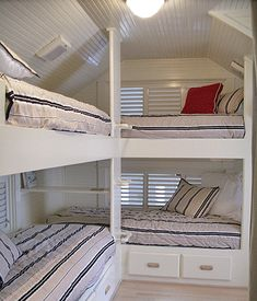 Take a look at these fantastic techniques intended for a loft bed room Bunk Bed Rooms, Attic Rooms, Corner Bunk Beds, Built In Bunks, Built In Bed, Camping Bunk Beds, Girls Bedroom, Bedroom Decor, Girl Room