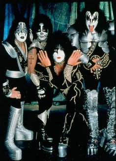 KISS Band Photo 1976  #KISS #PaulStanley #GeneSimmons #AceFrehley #PeterCriss #Rock #band #Music http://zrockblog.com/kiss-band-photo-1976/