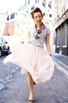 cute summer outfit, blush skirt, grey tshirt, floral scarf