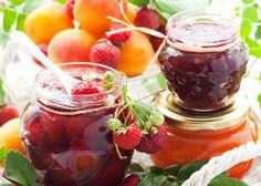 Ak chcete zavárať lacno, mali by ste skúsiť zavárať ovocie v soli. Okrem toho, že ide skutočne o veľmi sporivú technológiu, toto zaváranie je veľmi zdravé. Hodí sa najmä na zaváranie zrelého sladkého ovocia a lesné plody ako čučoriedky, brusnice, černice.