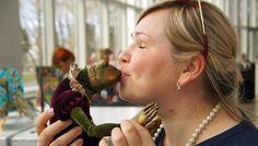 Поцелуй для Принца...!!! Отличное фото с выставки кукол в Таллине от Андрея Панченко))) Пыталась вспомнить, о чем же я думала в тот момент.... но мысли где-то далеко!!!