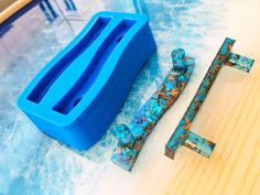 Epoxy Resin Art, Diy Epoxy, Resin Molds, Acrylic Resin, Silicone Molds, Resin Pour, Diy Resin Tray, Diy Resin Crafts, Diy Crafts For Kids