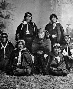 Mujeres Mapuche Gaucho, Southern Cone, Native American Women, First Humans, Past Life, Tribal Art, First Nations, Girl Face, Historical Clothing