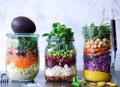 Salater der mætter, gør op med alle fordomme om at salat er kedeligt, vandet og i øvrigt kun er for kvinder på slankekur ... Salater kan - med den rette sammensætning - sagtens være en lækker smagoplevelse på gourmetniveau. OG du kan altså også blive mæt af dem. Her får du inspiration til tre af slagsen.