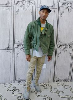 Musician Pharrell Williams from 'The Voice' attends AOL Build Speaker. Pharrell Williams, Men Street, Street Wear, Suit Fashion, Mens Fashion, Fasion, Swedish Army, Kendall Jenner Style, Kylie Jenner
