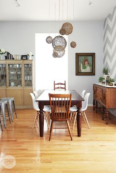 idea -> chairs + table
