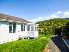 Merrivale Pet-Friendly Cottage, Fairbourne, North Wales  Description: Merrivale is a well-appointed and comfortable seaside bungalow on the edge of the Snowdonia National Park. Set in the popular village of Fairbourne, the property can sleep six people and has a double bedroom, a twin bedroom, a room with bunk beds, a bathroom, an open plan living...  http://www.holidaylets.me.uk/merrivale-pet-friendly-cottage-fairbourne-north-wales/